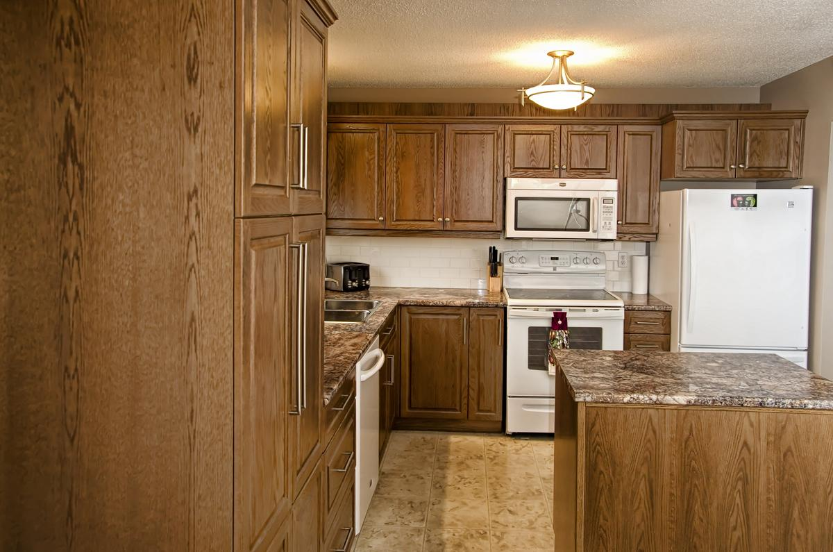 Contractors corner brandon manitoba custom renovations for Kitchen cabinets 2nd ave brooklyn